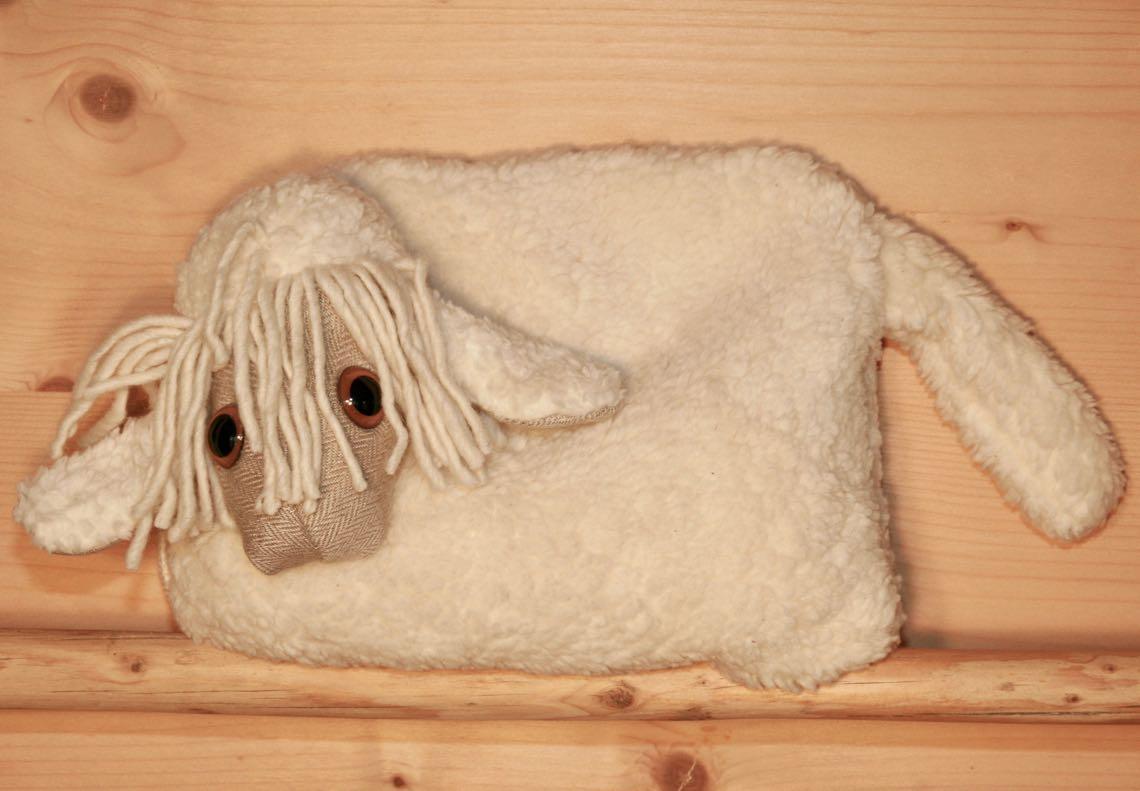 Kleines Schaf natur Ganzkörperfoto